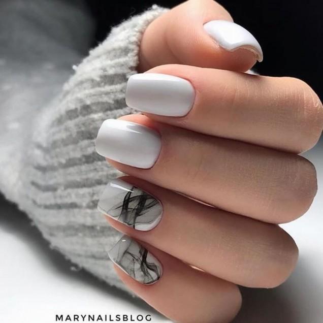 бял маникюр