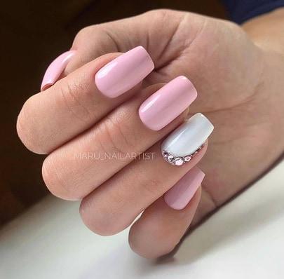 елегантен маникюр в розово и бяло