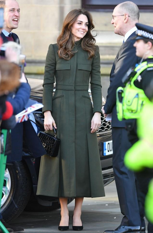 Кейт Мидълтън дълго палто
