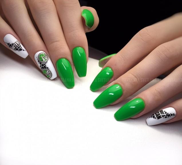 тревисто зелен маникюр