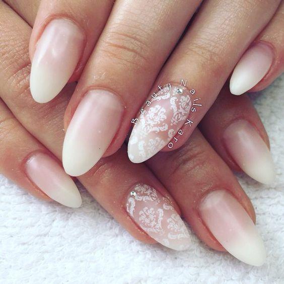 Маникюр в розово и бяло