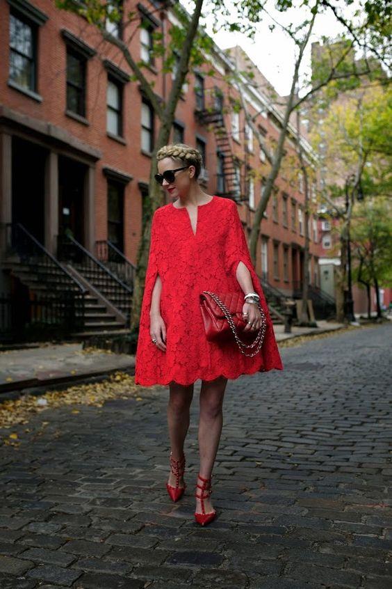 червена рокля свободна кройка