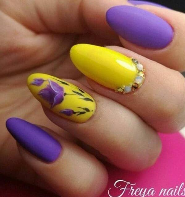 жълто-лилава комбинация