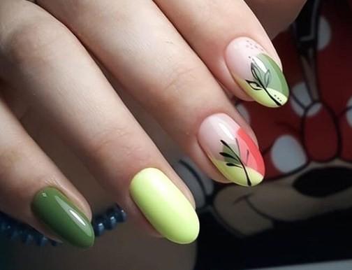 Модерен дизайн за ноктите за 8 март.jpg