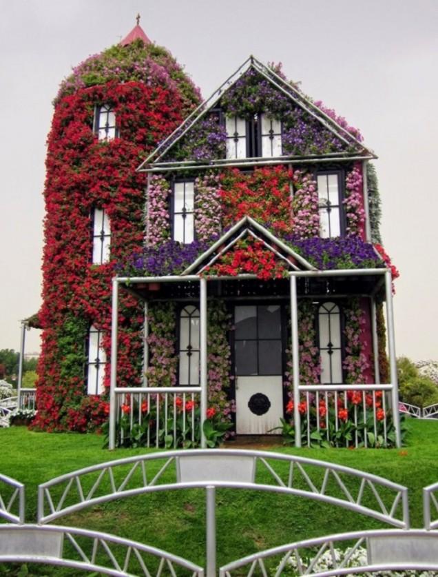 къща от цветя