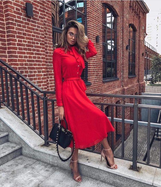 червена рокля дълъг ръкав