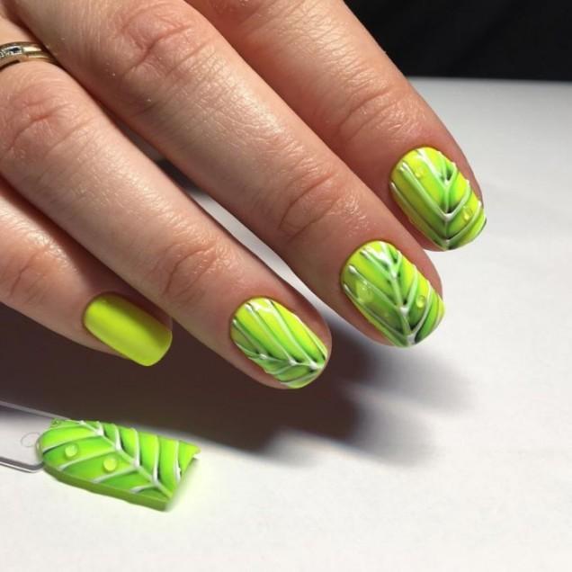пролетен зелен маникюр