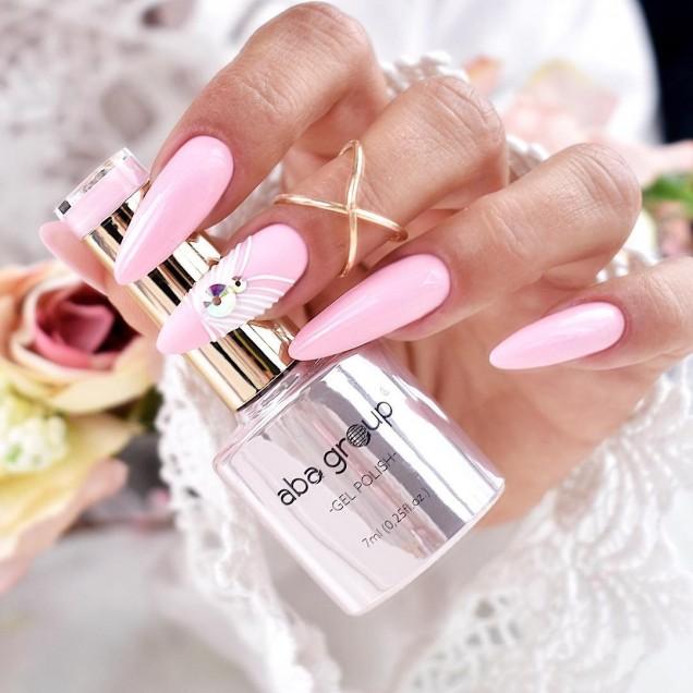 пастелен маникюр в розово
