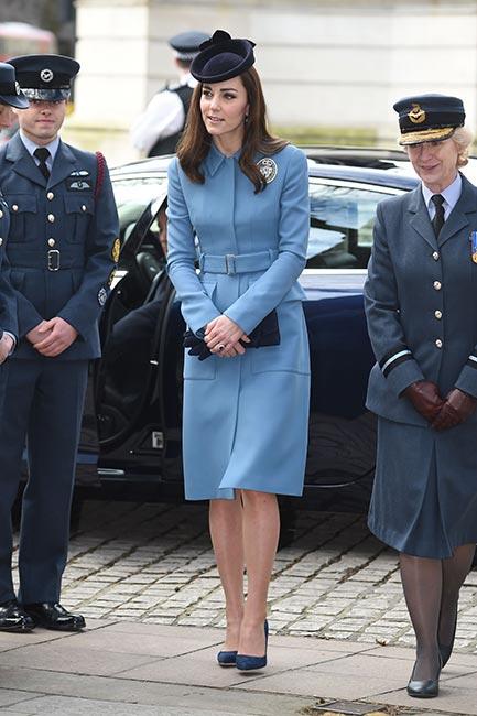 Кейт Мидълтън синьо палто
