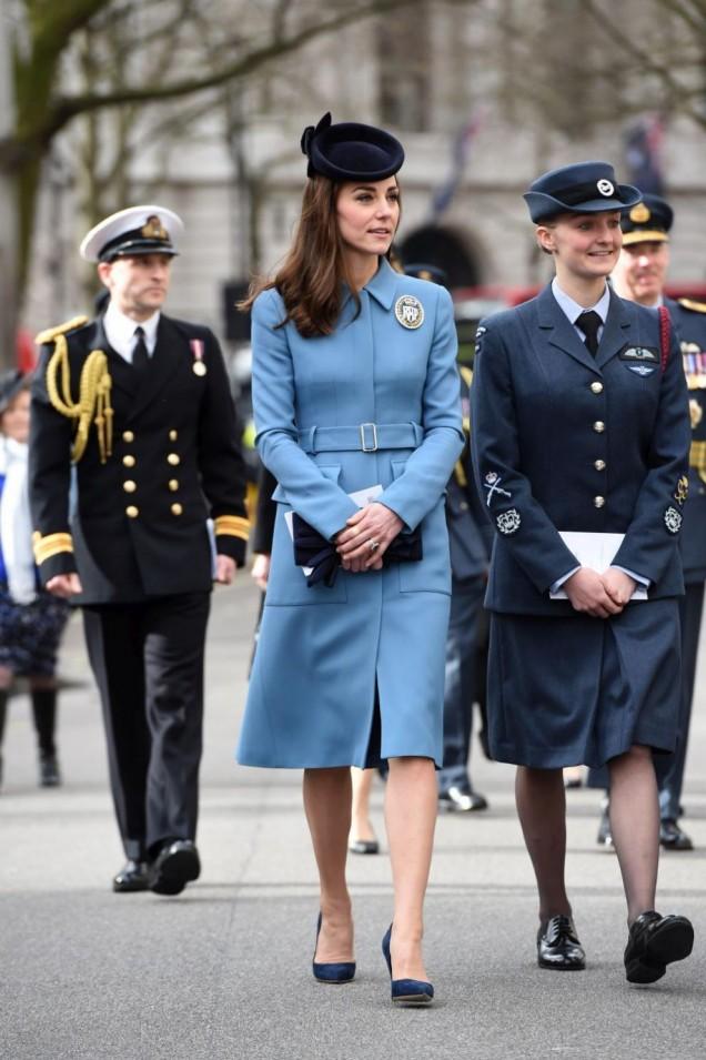 Кейт Мидълтън в синьо
