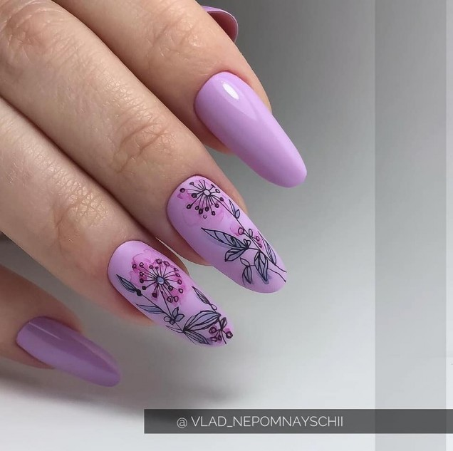 лилав с цветя