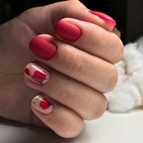 Празничен маникюр в червено за къси нокти.jpg