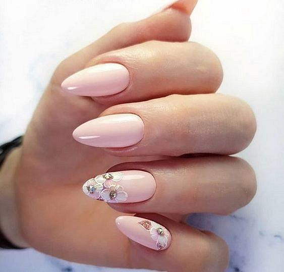Нежност в дизайна за нокти за 8 март.jpg