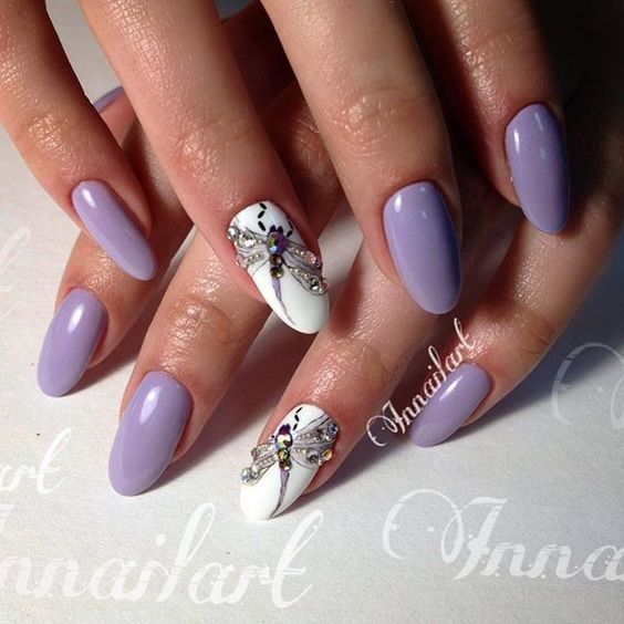 Стилен маникюр в лилаво