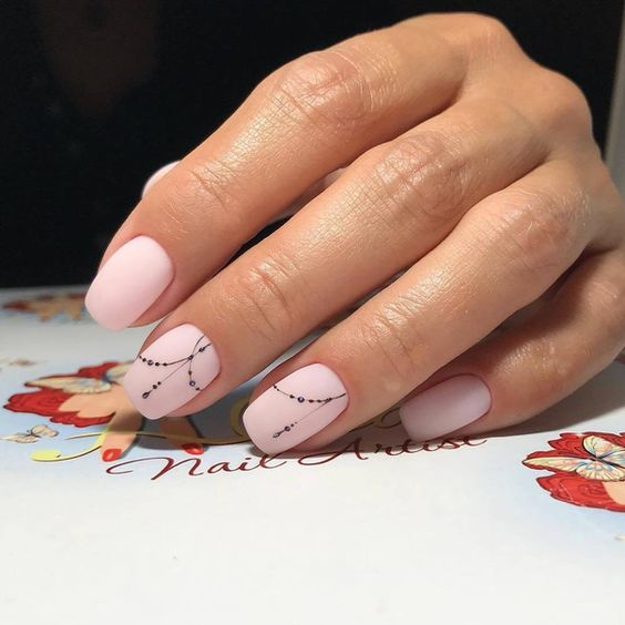 Розови маникюри