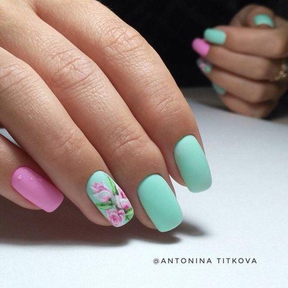 Маникюр с цветя и пеперуди