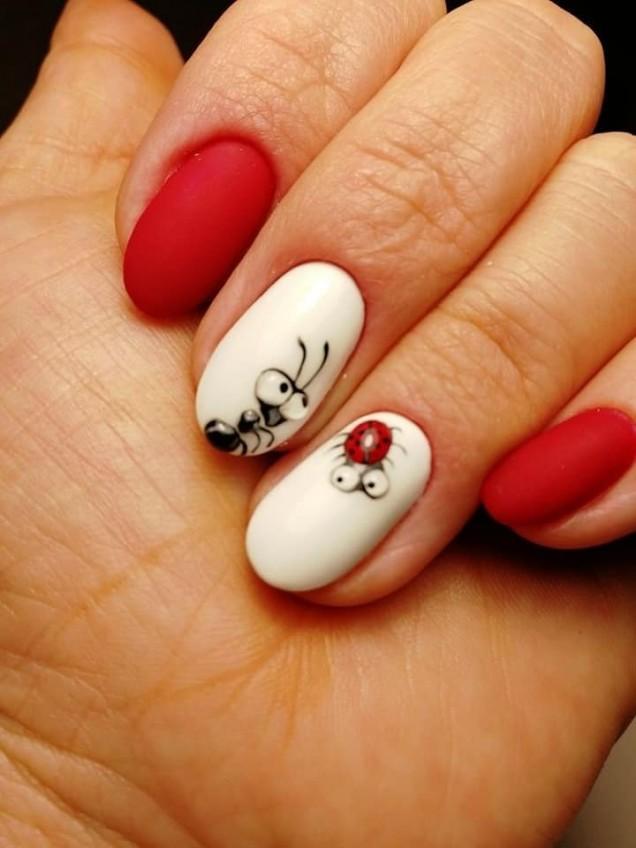 червени овални нокти.jpg