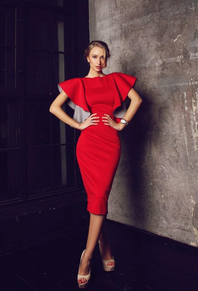 ефектна червена рокля