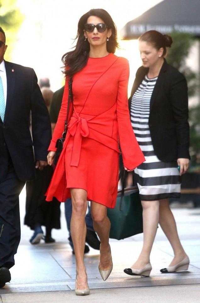 червена рокля оригинална