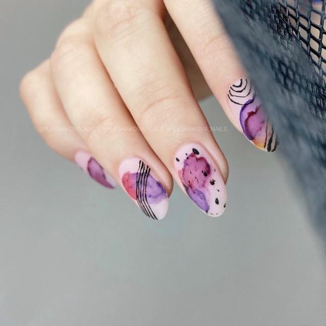 маникюр преливащо лилаво