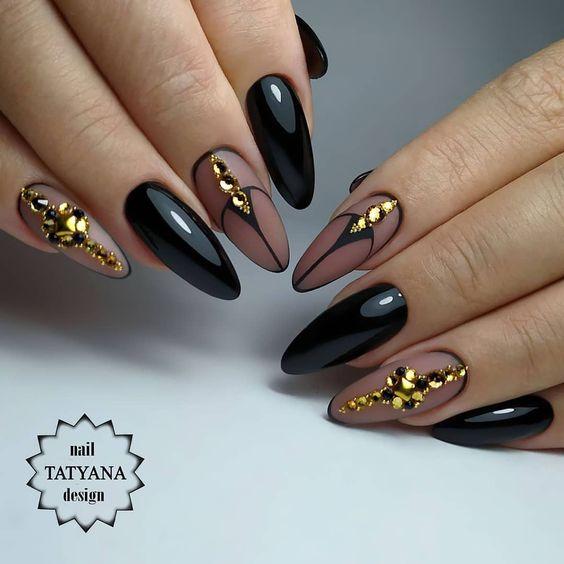 красив черен маникюр с кристали