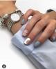 средно къси нокти