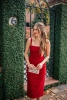 червена рокля презрамки