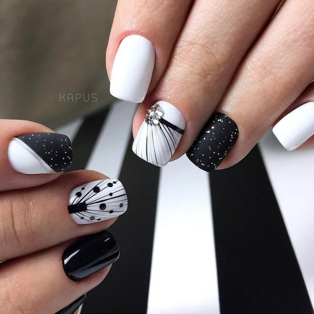 ефектен маникюр черно и бяло