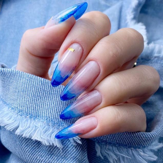 ярък френч в синьо