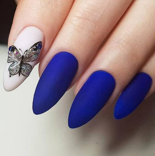 лазурно синьо