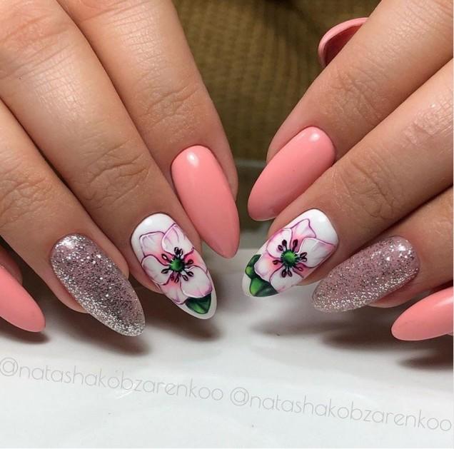 розов маникюр цветя и блясък
