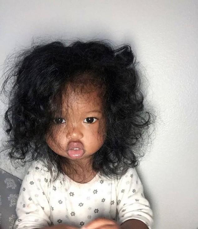 дете с голяма коса