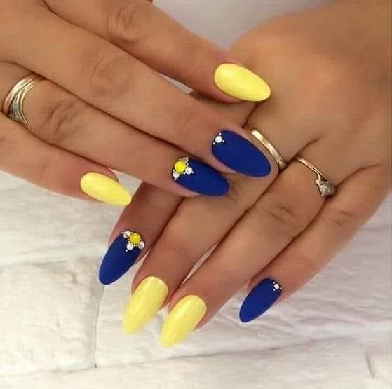 жълто-син маникюр
