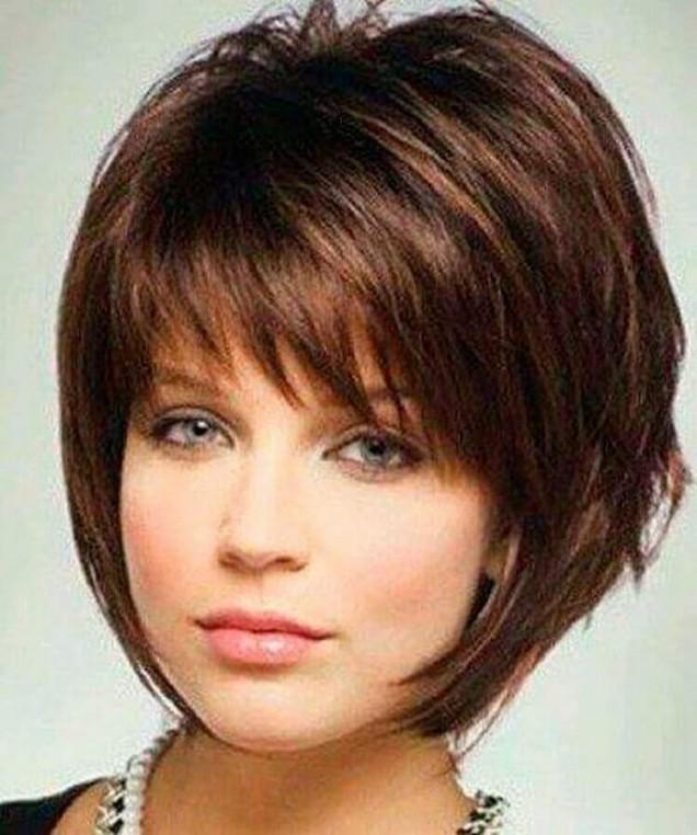 Прически за къса коса с бретон 2020