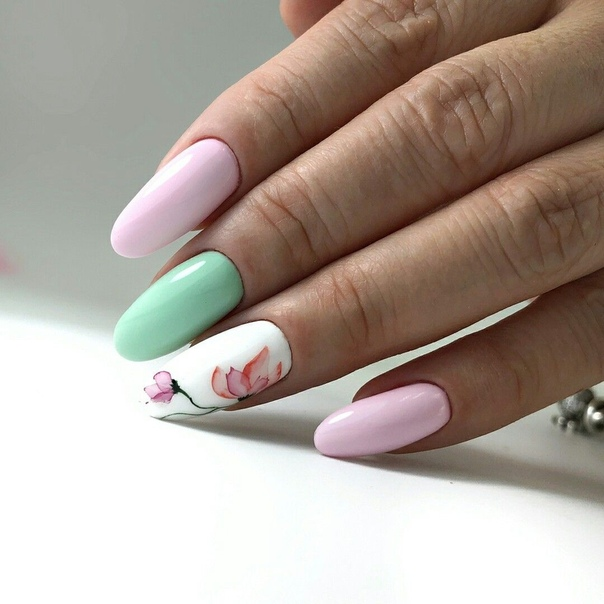 пролетен маникюр пастелни цветове