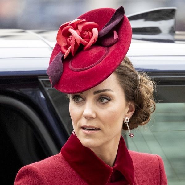 Кейт Мидълтън красива шапка