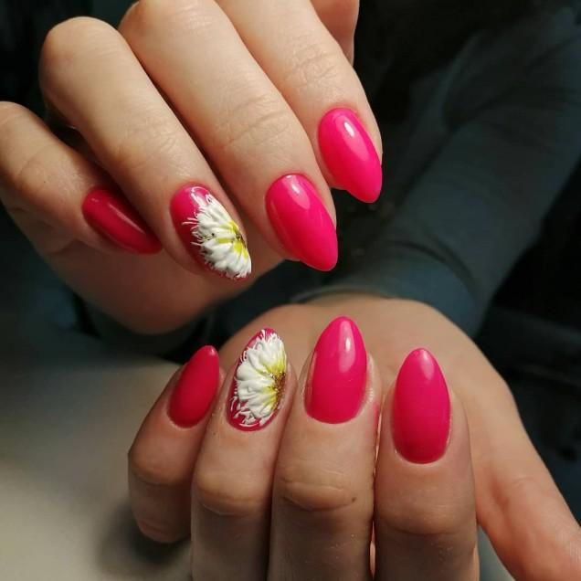 Изтънчен розов дизайн за ноктите за тази пролет.jpg