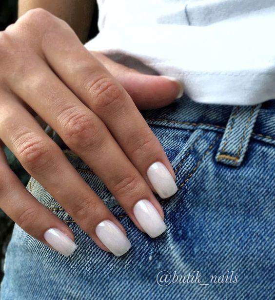 бели нокти къси