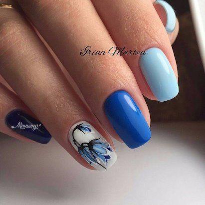 Френски маникюр в синьо с цветя