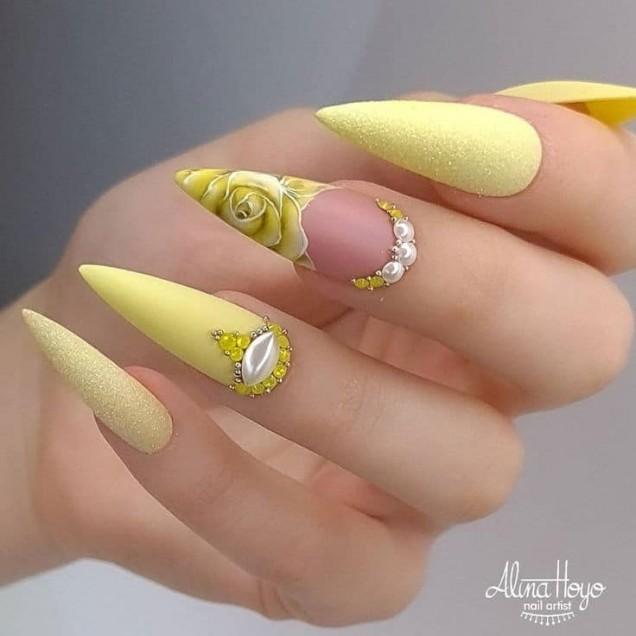 жълти остри нокти