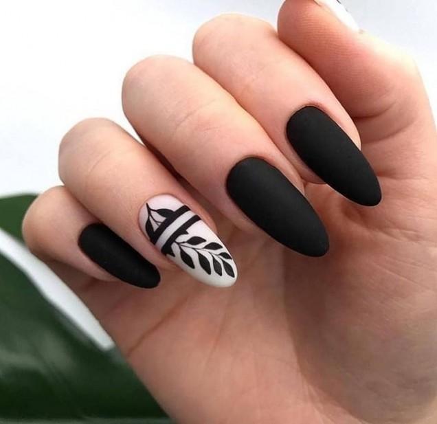 елегантен маникюр в черно