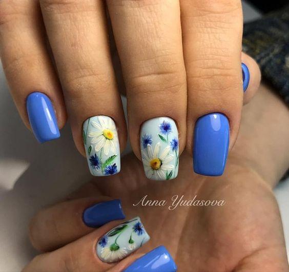 Пролетен маникюр в синьо