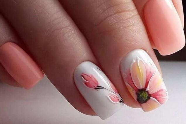 Цветен пролетен маникюр