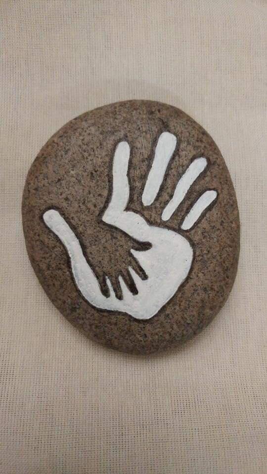 рисунка върху камък.jpg