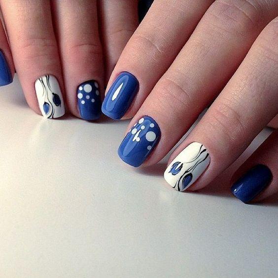 Френски маникюр в синьо