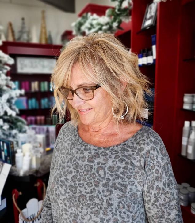 модерна прическа за жени над 50