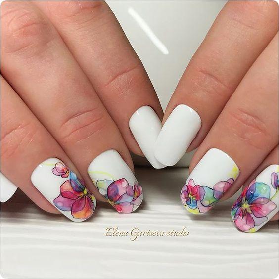 ефектен бял маникюр къси нокти