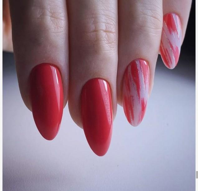 Красиви червени маникюри