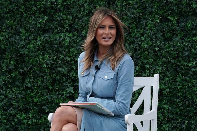 Мелания Тръмп дънкова рокля