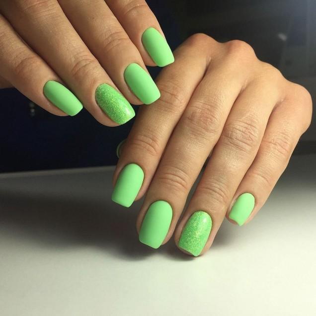 къси зелени нокти